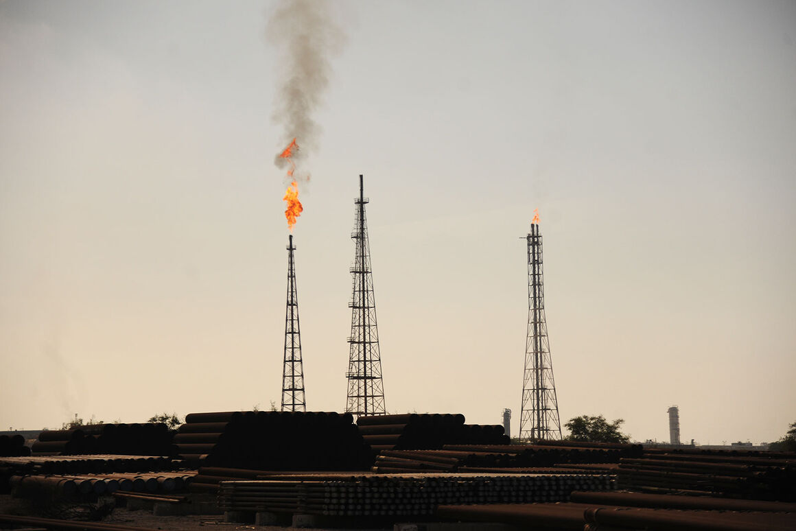Khark Petchem Plant to Launch Project for Collecting Associated Gases