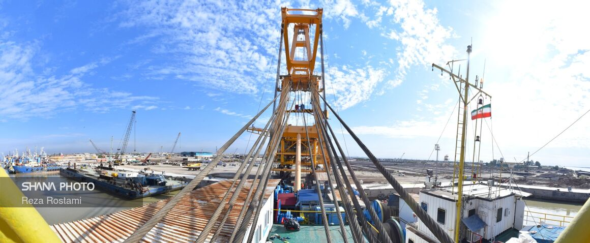 Wellhead Platform Loaded for Salman Oilfield
