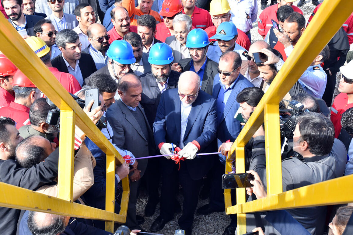 Iran-Made Fath 72 Drilling Rig Unveiled