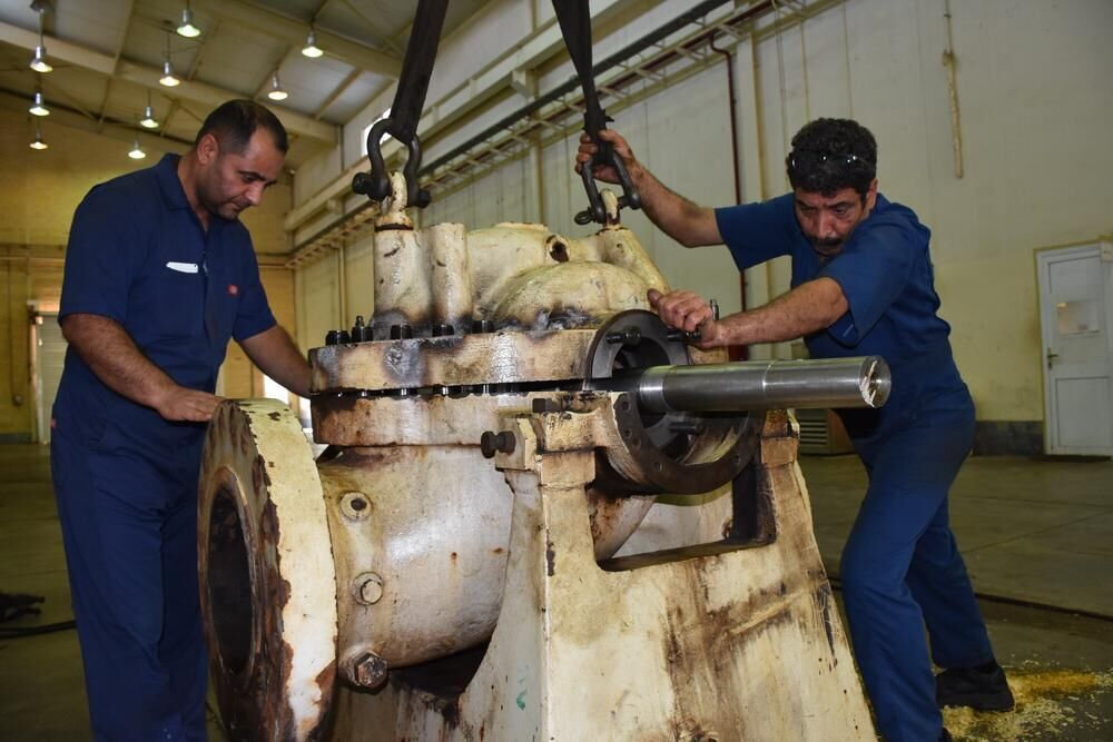IOOC Experts Repair Oil Pump at Forouzan Offshore Platform