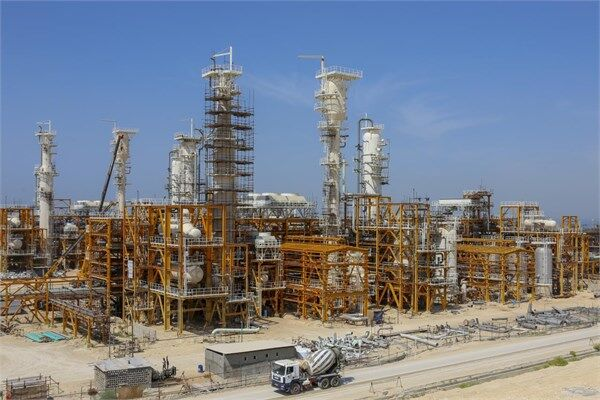 Refinery Shares Disposal Strikes Shock on TSE