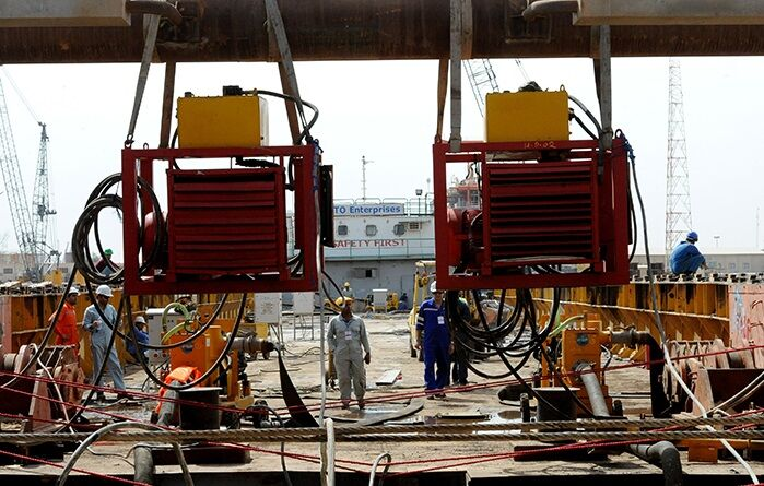 Building 5 IOOC Offshore Oil Rigs under way in Khorramshahr